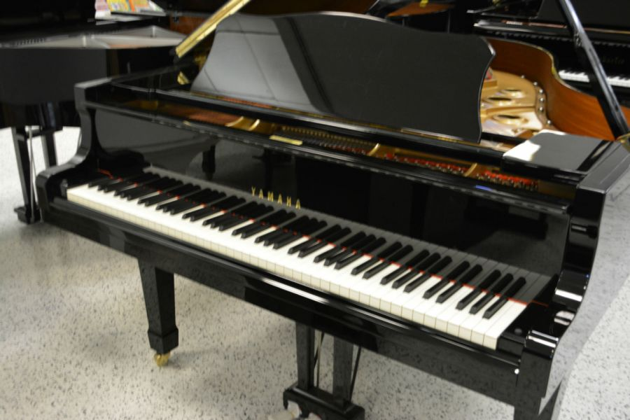 Yamaha c3 concert grand piano video demo within listing for Yamaha c3 piano dimensions